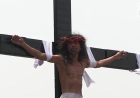 Here's An Inside Look At Crucifixion In The Philippines And It's Horrifically Gory